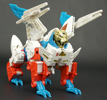 SKY LYNX Transformers Generations Combiner Wars IDW Voyager Class Gift